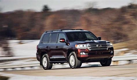 land cruiser spy shots   cars