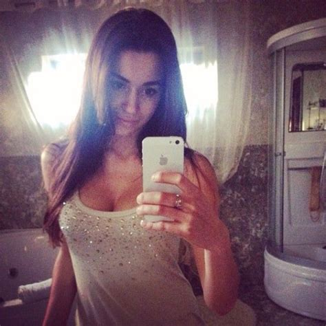 Sexy Selfies Are The Reason We Love Instagram Pics