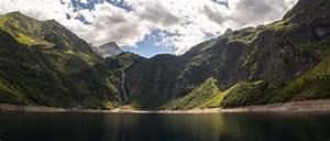 Lac d'Oô in the Pyrénées mountains in the Occitanie region ...