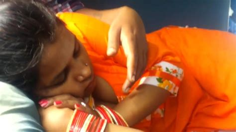 Indian Bhabhi Secret Cleavage Capture In Train Hd Porn 9f