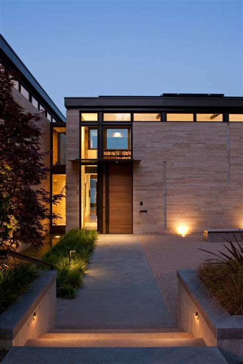 washington park hilltop residence incorporates fluid form