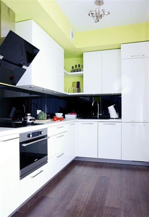 cuisine armoires blanches armoires de cuisine blanches avec quels murs et crédence