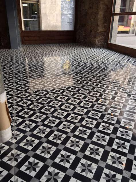 porque sellar los pisos azulejos  baldosas de cemento