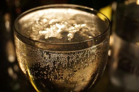 bicchieri per prosecco la scelta dei calici per spumante e chagne hello taste