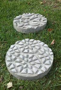 garden stepping stones DIY Garden Stepping Stones | The Garden Glove