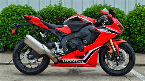 cbr bike specification 2017 honda cbr1000rr review of specs cbr sport bike