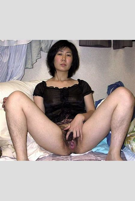 Japanese middle-aged wife really hairy pussy