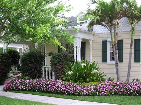 Web Exclusive Betsy Speerts Tropical Florida Home web exclusive betsy speert s tropical florida home curb