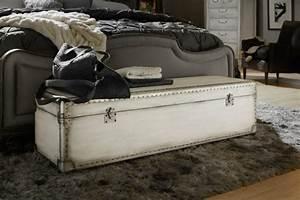 Bout De Lit Capitonné : id es de meuble bout de lit pour une chambre design ~ Melissatoandfro.com Idées de Décoration