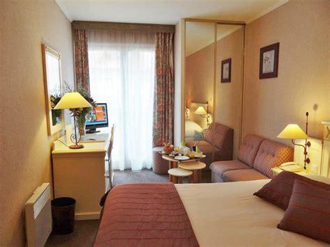 hotel a deauville avec dans la chambre hôtel le trophée 3 étoiles à deauville dans le calvados