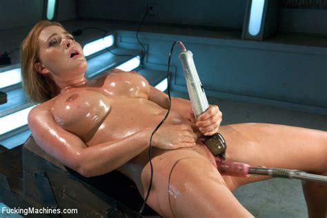 Kinky Hot Action As Lusty Sex Model Enjoys Xxx Dessert