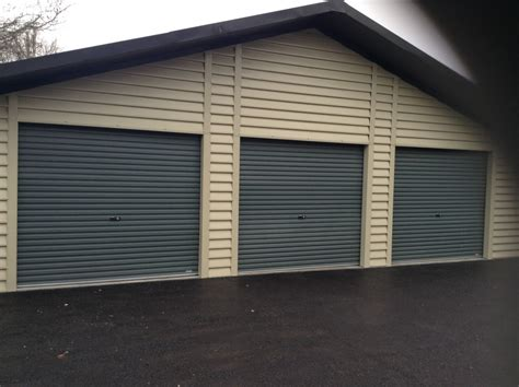 triple insulated garage   funeral directors white