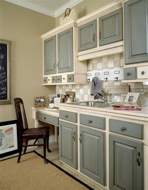 lovely painted kitchen cabinets   colors