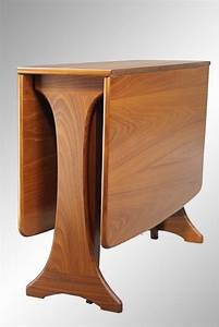 Stunning danish modern teak dining table apartment size for Apartment size dining table