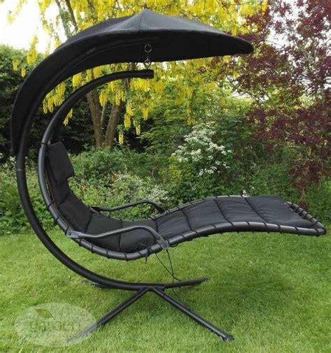 chaise longue suspendue chaise longue de jardin suspendue obtenez des idées