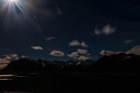 visit iceland  winter lavi