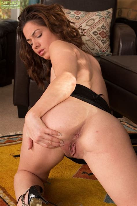Toys And Masturbation Are What Sexy Brunette Crystall Anne