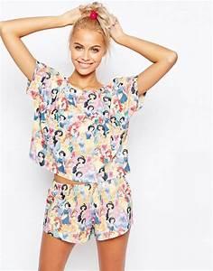 Pyjama Party Outfit : asos asos disney pyjama mit short und t shirt mit prinzessinnen aufdruck ~ Eleganceandgraceweddings.com Haus und Dekorationen