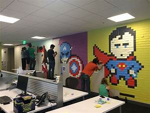 Post It Art : bored employee uses 8 024 post it notes to transform boring office ~ Frokenaadalensverden.com Haus und Dekorationen