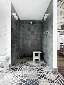 modele carrelage salle de bain noir et blanc 1 dalles With salle de bain carrelage gris et blanc