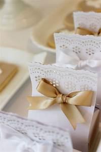 Kleine Geschenke Verpacken : tortenspitze und goldenes band verpackungen geschenke verpacken kleine geschenke und geschenke ~ Orissabook.com Haus und Dekorationen