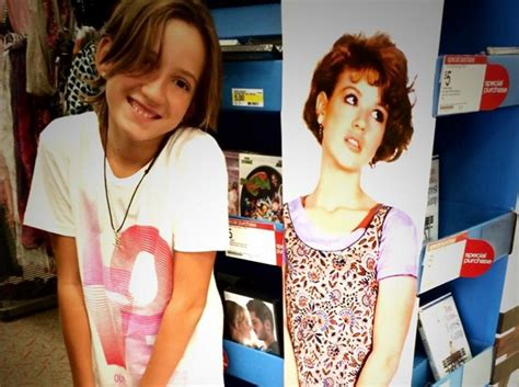 molly ringwald character in sixteen candles molly ringwald s daughter channels her quot sixteen candles