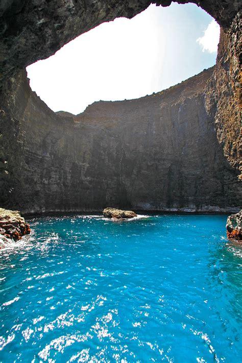Napali Coast Boat Tours Winter by Kauai S Sea Caves On The Na Pali Coast For Kauai