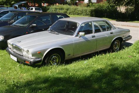 File:Jaguar XJ6 4.2 (1981, Rhodium silver) front left.jpg ...