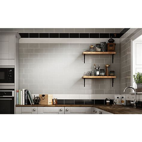 wicks kitchen tiles wickes cosmopolitan white ceramic tile 200 x 100mm 1098