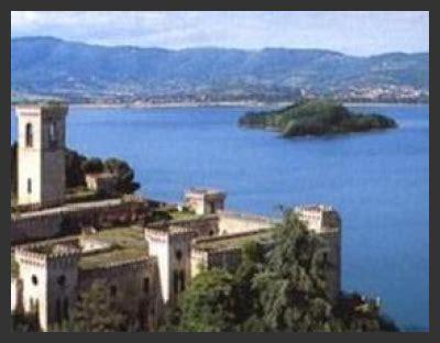 "Un Lago A ""5 Vele"" Gite Gratuite In Barca, Sculture Di"