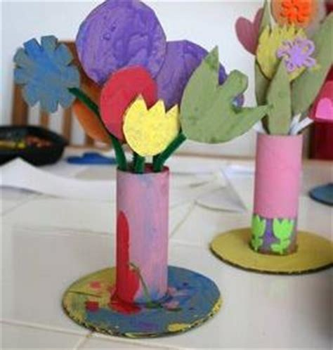 bloemen maken van wc rollen bloemenvaas met bloemen van wc rol hobby blogo nl