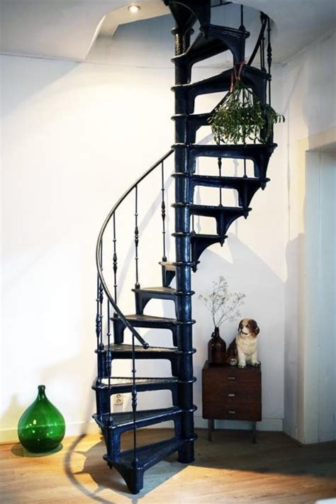 spiltrap zwart zwarte draaitrap trap pinterest zwarte trappen