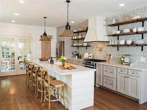 The HGTV series Fixer Upper pairs renovation, design and ...