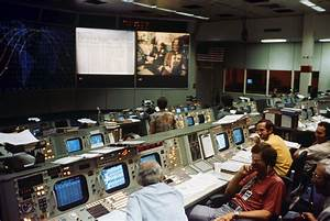 Buzz Aldrin on Apollo-Soyuz: We Need More Handshakes in ...