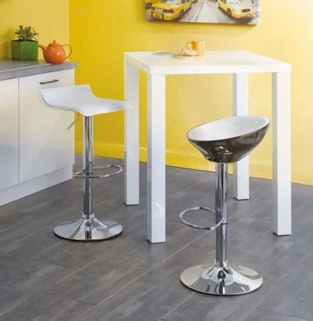 table haute avec tabouret pour cuisine table haute pour cuisine avec tabouret maison design