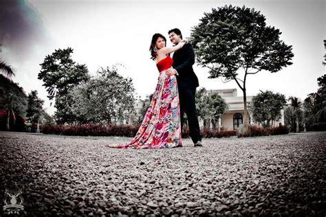 A pre-wedding shoot full of adorable details | WedMeGood