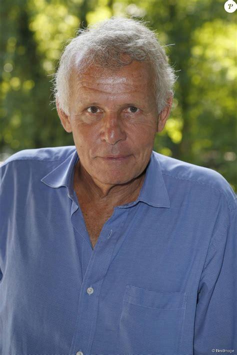 Patrick poivre d'arvor est un journaliste et écrivain français, principalement connu comme le présentateur du jt de 20 heures sur tf1. Patrick Poivre d'Arvor - La 20e édition de La Forêt des livres à Chanceaux-près-Loches, le 30 ...