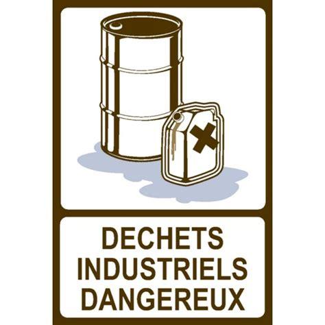 passage de cable bureau panneau déchets industriels dangereux stocksignes