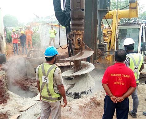 Haryana: 5 year old girl fell into a Borewell 50 feet deep ...