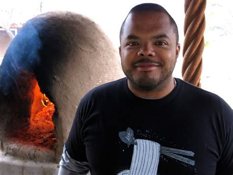 Roger Mooking : Cooking Channel   Cooking Channel