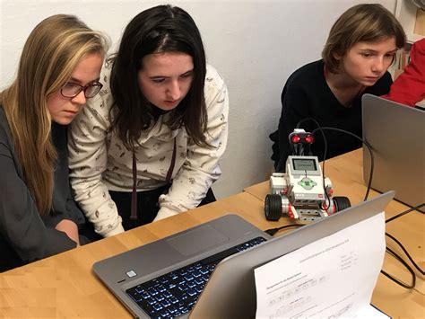 Diese Experten Unterstuetzen Beim Hausbau by Htl Sch 252 Ler Unterst 252 Tzen Kompass Schule Beim Programmieren