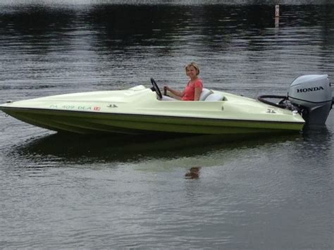 Small Two Person Motor Boat by Smallest Motor Boat Www Pixshark Images Galleries