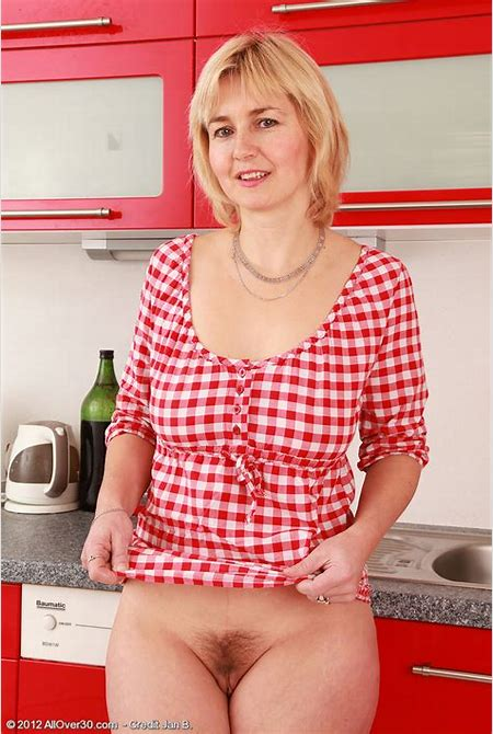 Nella Naked On The Kitchen Counter / MILF Fox