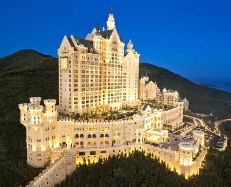 luxurious throwback  hogwarts  castle hotel dalian  open  business luxurylaunches