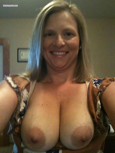 My Medium Tits (Selfie) - Topless American Girl from United States Tit Flash ID 89743
