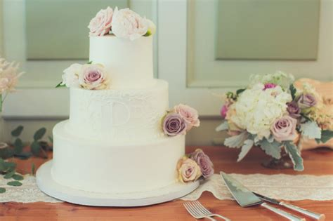 guide  wedding cake styles shapes  icing