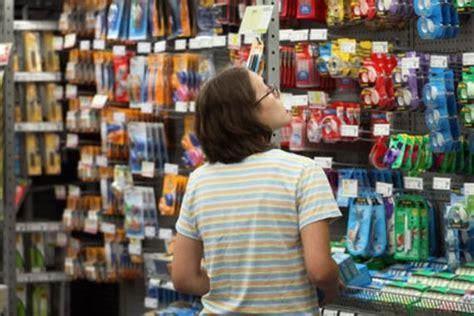 le propri 233 taire de bureau en gros veut fermer 225 magasins