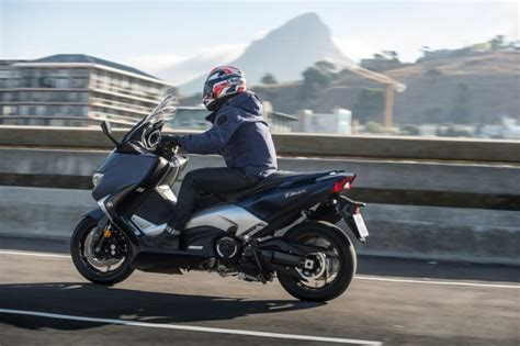Review Yamaha Tmax Dx by Ride 2017 Yamaha Tmax Dx Review Visordown