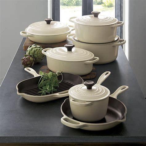 1000 ideas about le creuset cookware on le creuset colors le creuset set and le