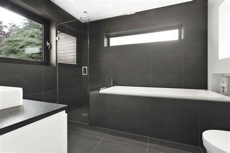 Salle de bain moderne en bois très nature Meuble et décoration Marseille